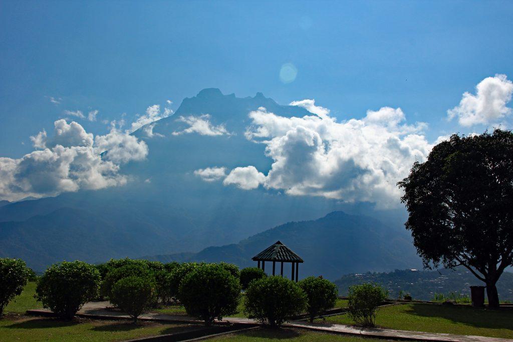 widok na Mount Kinabalu